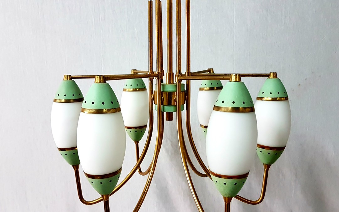 Lampadario,chandelier,6 luci,ottone diffusori in opalin design Stilnovo,anni 60
