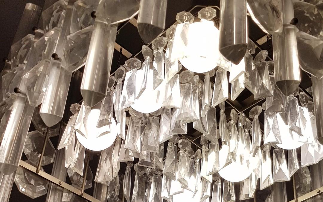 Lampadario chandelier design Venini anni 60 in vetro di murano trilobi e bindoli