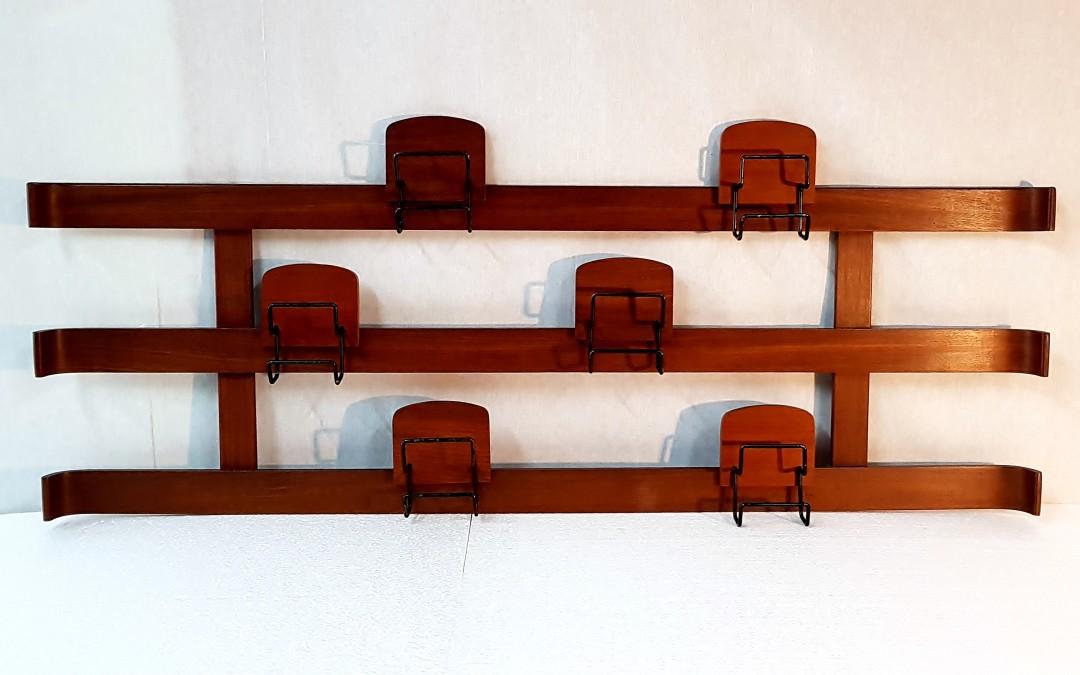 Appendiabiti  design Franco Campo e Carlo Graffi per Home negli anni '50.