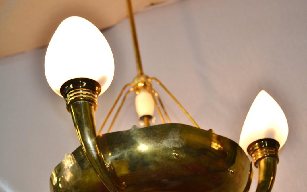 Lampadario chandelier coppa con cornucopie e bocce in opalina design anni 50