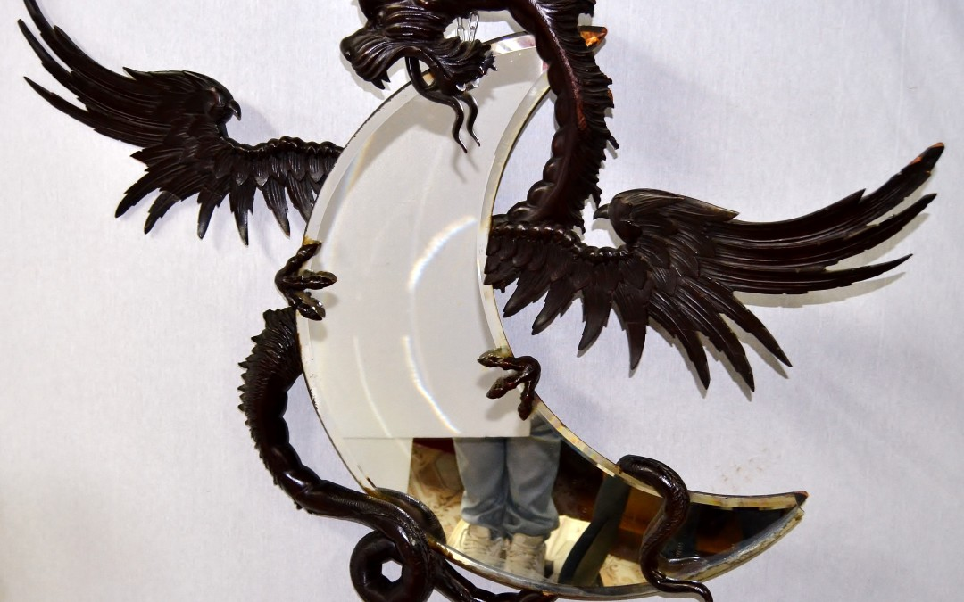 Specchiera mirror con drago intagliato e avvolto Attr Gabriel Viardot,19° secolo